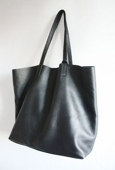 9c4f9ab1630b3c1e1faafa5b80d4753b--black-leather-tote-bag-leather-totes